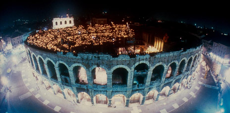 Una suggestiva immagine dell'Arena di Verona - vai all'itinerario guidato>>